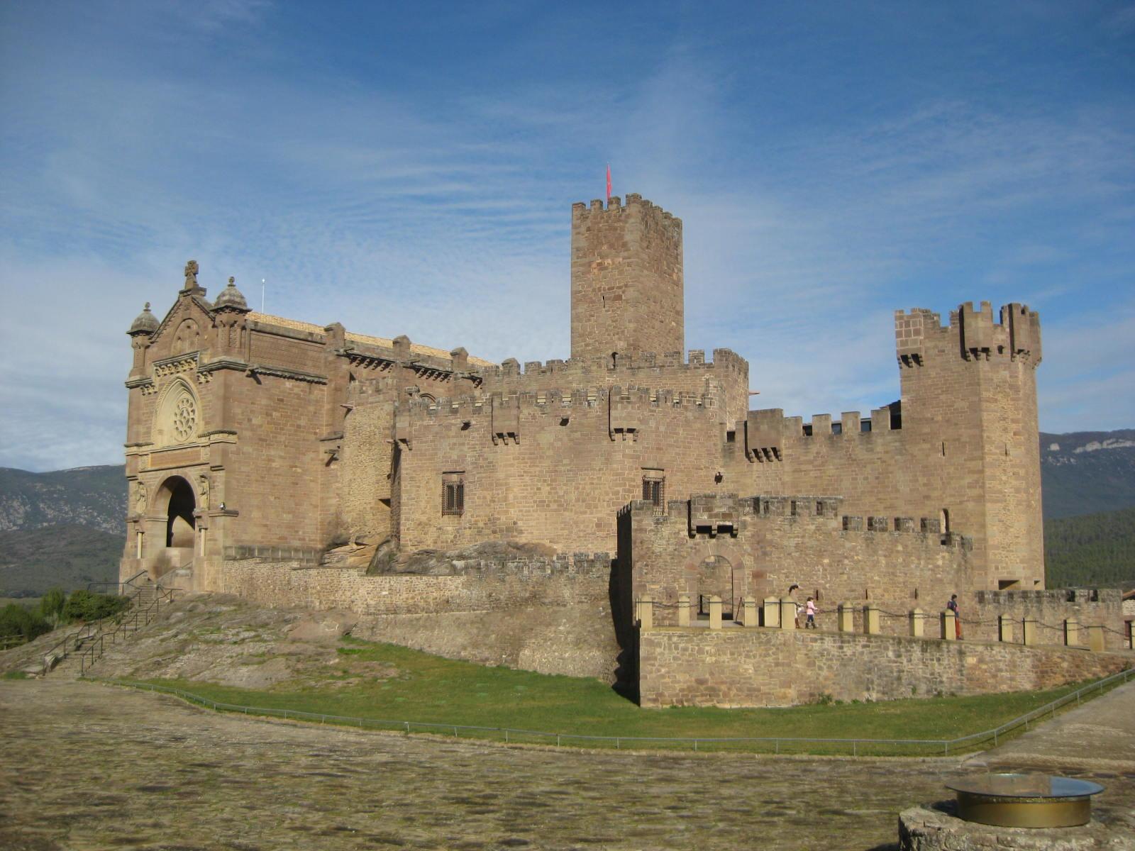 Castillo Javier excursiones navarra baztan bardenas olite irati camino santiago