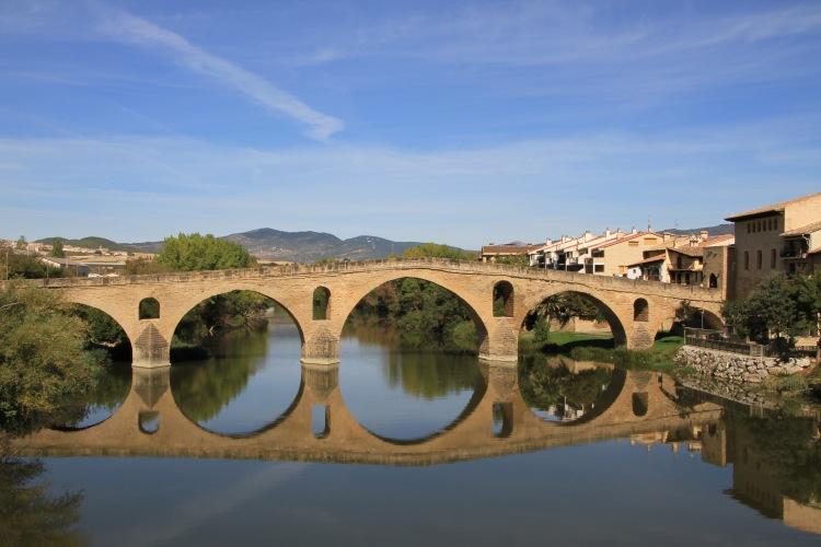 Puente la Reina excursiones navarra baztan bardenas olite irati camino santiago